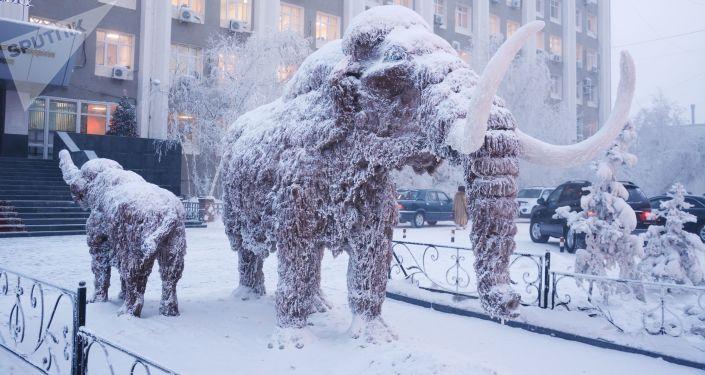 Jakutsk - uno dei monumenti al mammut