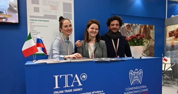 Lo staff ICE Mosca insieme a Lino Pietropaolo di Confindustria Marmomacchine