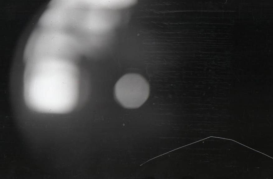 Immagine dalla macchina fotografica di Krivonischenko, mostrerebbe le sfere luminose, chiaramente un effetto ottico