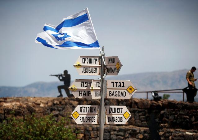 Soldati israeliani al confine siriano