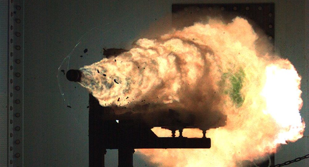 Sparo di un cannone elettromagnetico (EMRG). (File)