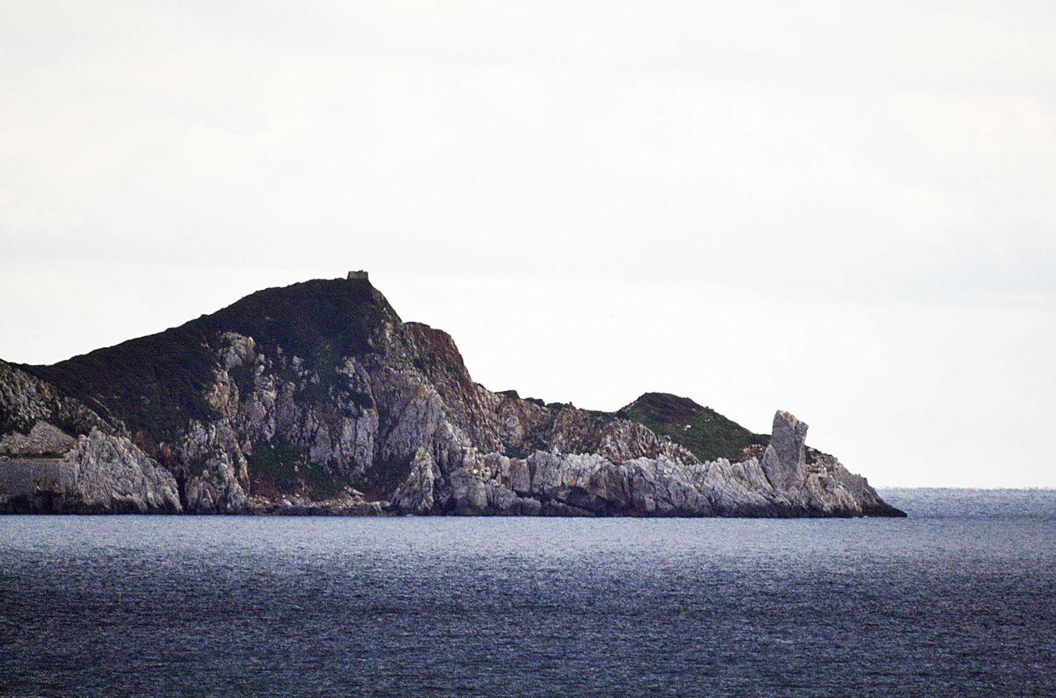 Cerboli, piccola isola nel canale di Piombino (mar Tirreno). Particolare dell'estremità occidentale.