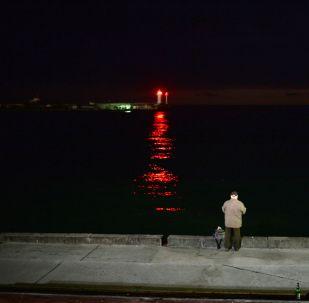 Faro nel porto di Yalta