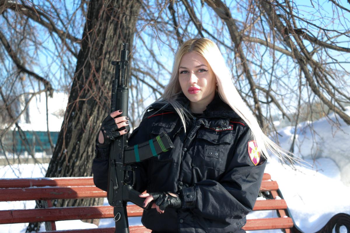 Победительница конкурса Краса Росгвардии, прапорщик полиции Анна Храмцова из Екатеринбурга