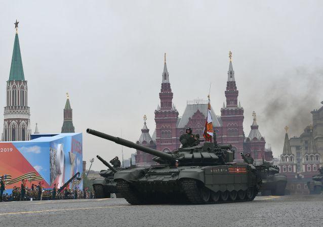 Il carro armato T-72B3 alla Parata della Vittoria 2019