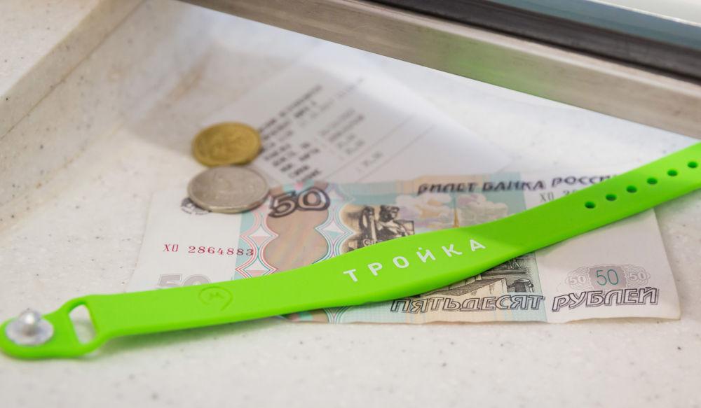 2017 - Addio biglietti di carta: nella metropolitana di Mosca inizia la vendita di braccialetti con un chip elettronico per aprire i tornelli