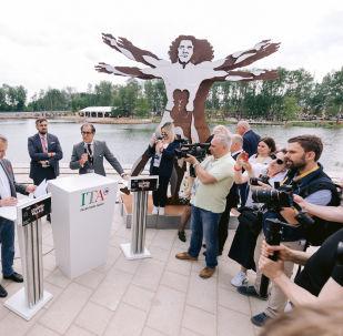 Il direttore del fondo Skolkovo Arkadiy Dvorkovich e Pier Paolo Celeste, direttore di ICE Agenzia Mosca, all'apertura del padiglione italiano allo Start-Up Village 2019
