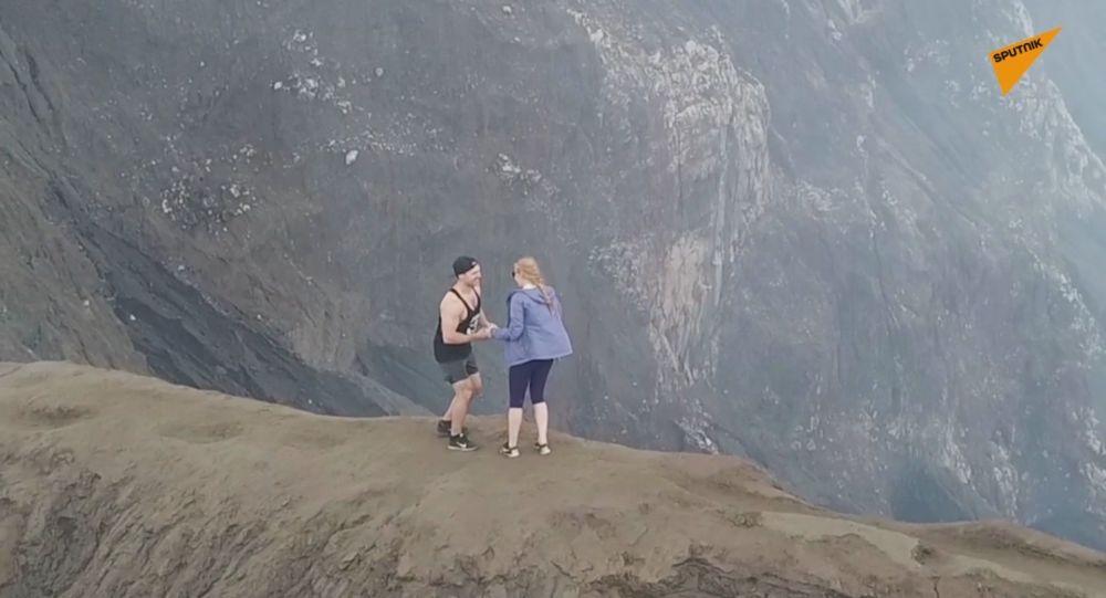 Vulcano d'amore: la proposta sull'orlo del cratere