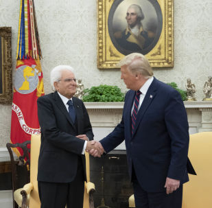 Il Presidente della Repubblica Sergio Mattarella allo Studio Ovale con il Presidente degli Stati Uniti d'America, Donald Trump, in occasione della Visita Ufficiale negli Stati Uniti d'America