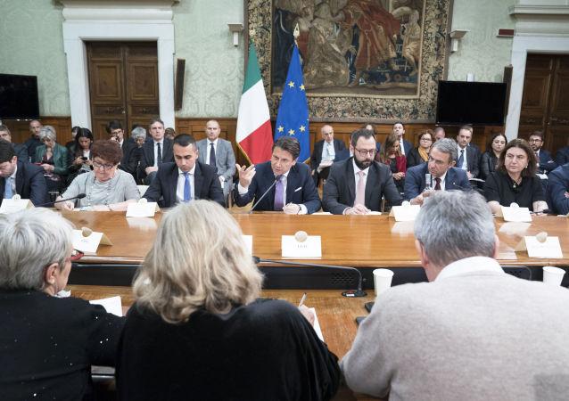 Il Presidente del Consiglio, Giuseppe Conte, nel corso dell'incontro ex-Ilva con istituzioni locali e parti sociali.