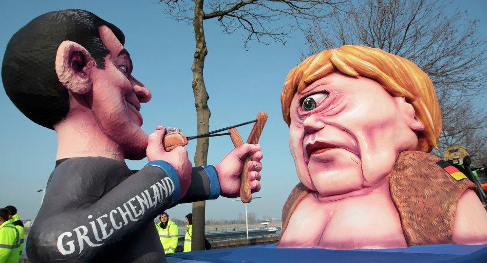 La figura di Angela Merkel che rappresenta la Grecia. Carnevale di Duesseldorf. 16 febbraio 2015