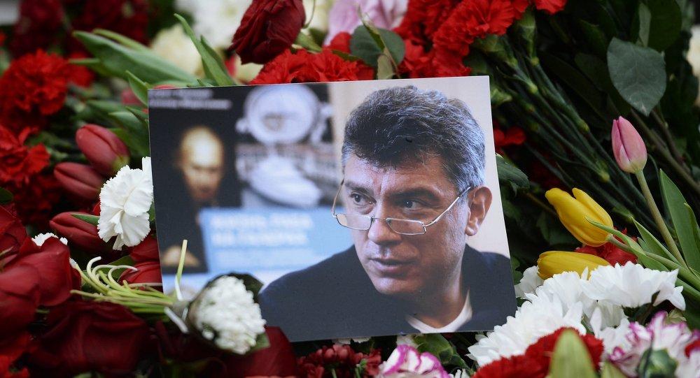 Fiori in luogo uccisione di Boris Nemtsov