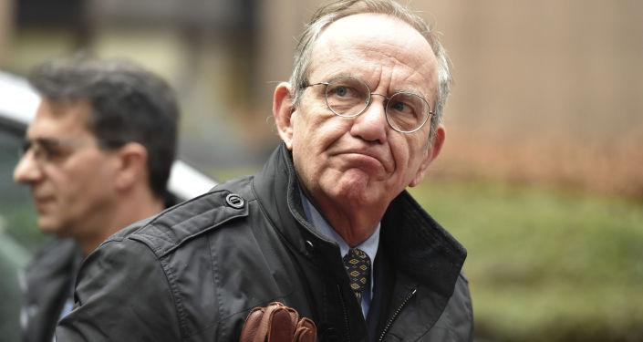 Il ministro per l`Economia italiano Pier Carlo Padoan
