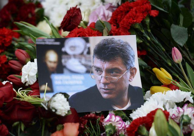 I fiori per  Boris Nemtzov ucciso a Mosca la notte dal 27 al 28 febbraio 2015.