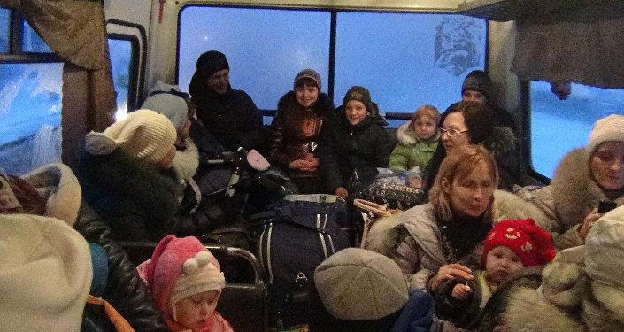 Profughi nel Donbass autobus