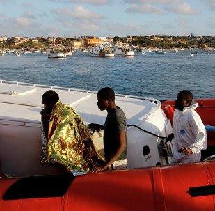 Migranti da Libia arrivano a Lampedusa
