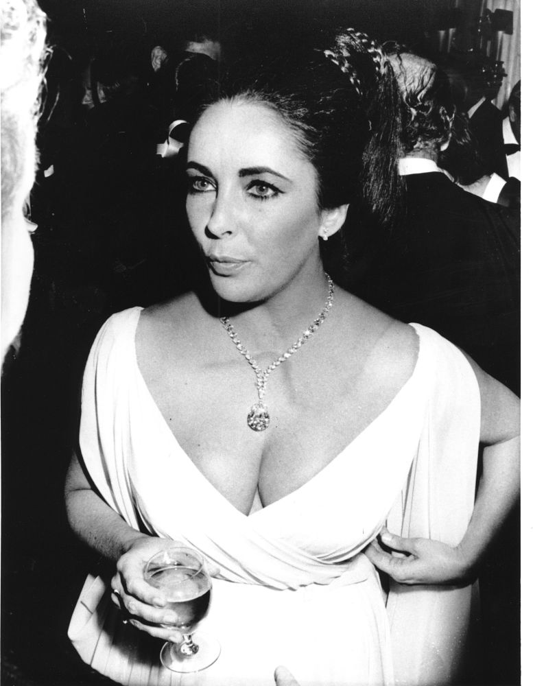 Elizabeth Taylor in un ballo di beneficienza a Montecarlo