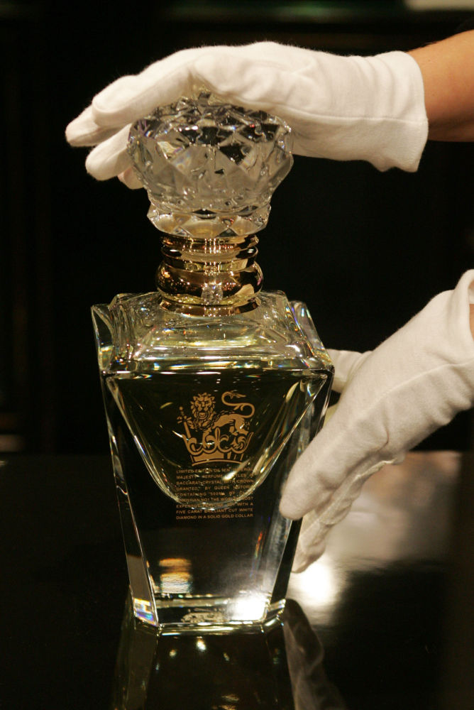 Un flacone del profumo Imperial Majesty della marca Clive Christian