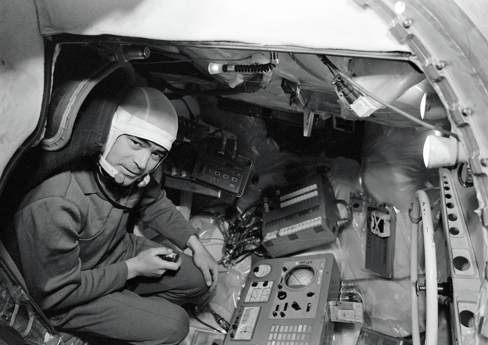 Il Pilota Cosmonauta Andriyan Nikolayev dentro la navicella Vostok