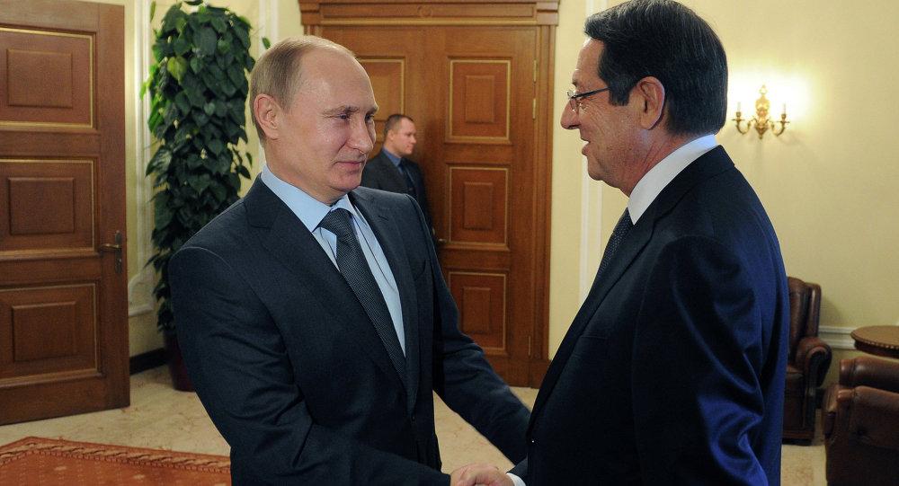 Il presidente della Federazione Russa Vladimir Putin e il presidente di Cipro Nicos Anastasiades