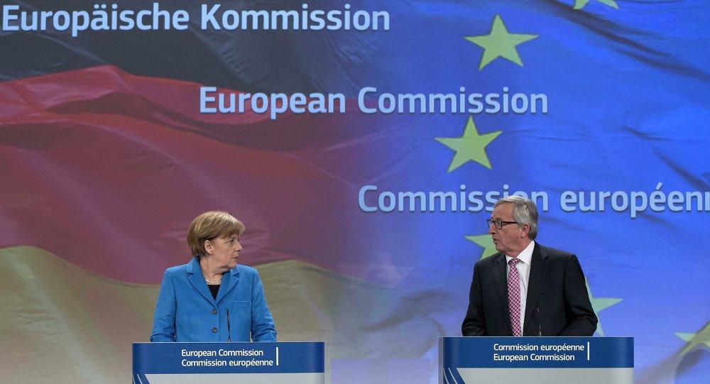 Finanziare l`esercito europeo spetta alla Germania. La Canceliera tedesca Angela Merkel e il Presidente di Comissione Europea Jean-Claude Juncker