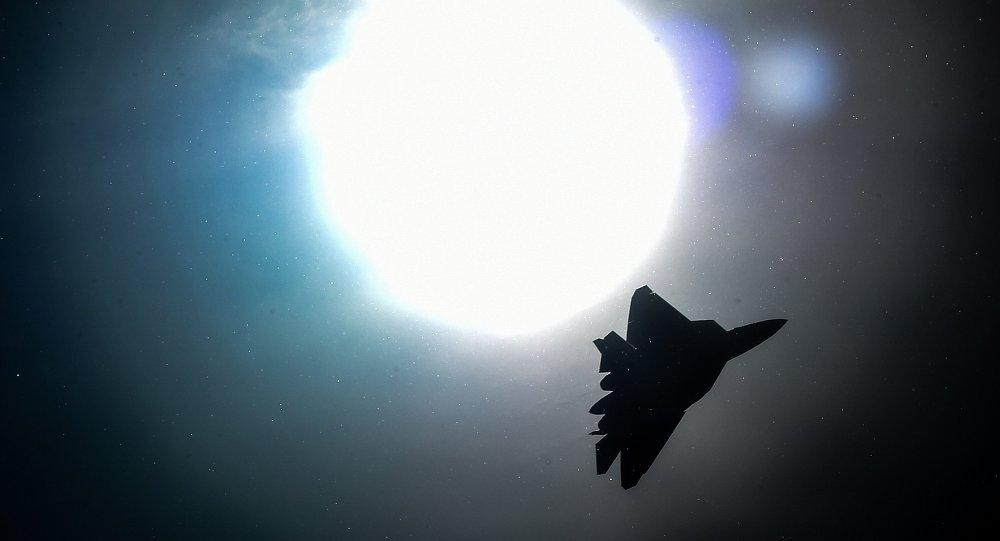 Un caccia russo durante un raid in Siria