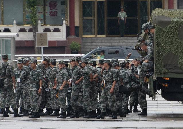 Soldati cinesi prima della parata militare a Pechino