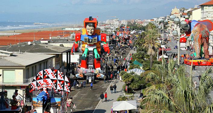La maschera di Matteo Renzi al Carnevale di Viareggio