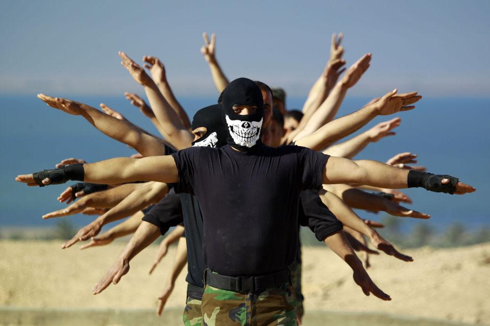 Combattenti iracheni prendono parte ad un'esercitazione.