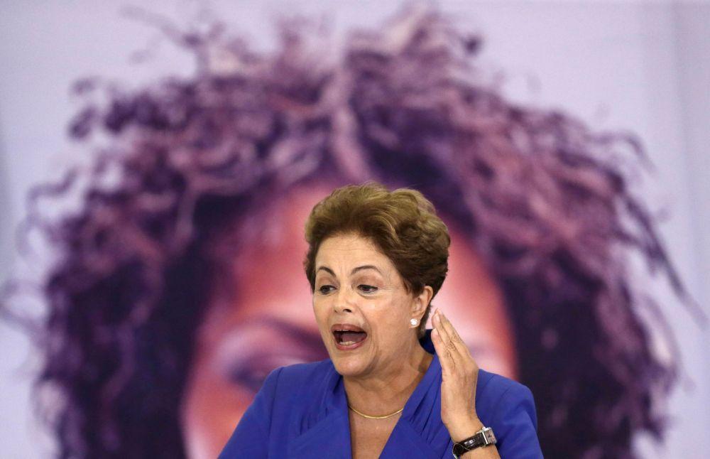 La presidentessa brasiliana Dilma Rousseff interviene alla cerimonia per la Festa della Donna dell'8 marzo a Brasilia.