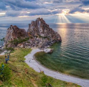 Vista sul lago Bajkal.