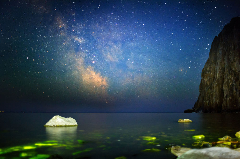 Il cielo notturno dalla baia Sagan-Zaba del lago Bajkal