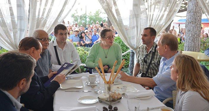 L'incontro tra Putin e i rappresentanti dell'Associazione degli italiani di Crimea