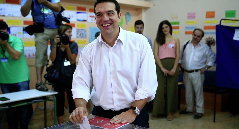 Ex premier Alexis Tsipras al seggio elettorale