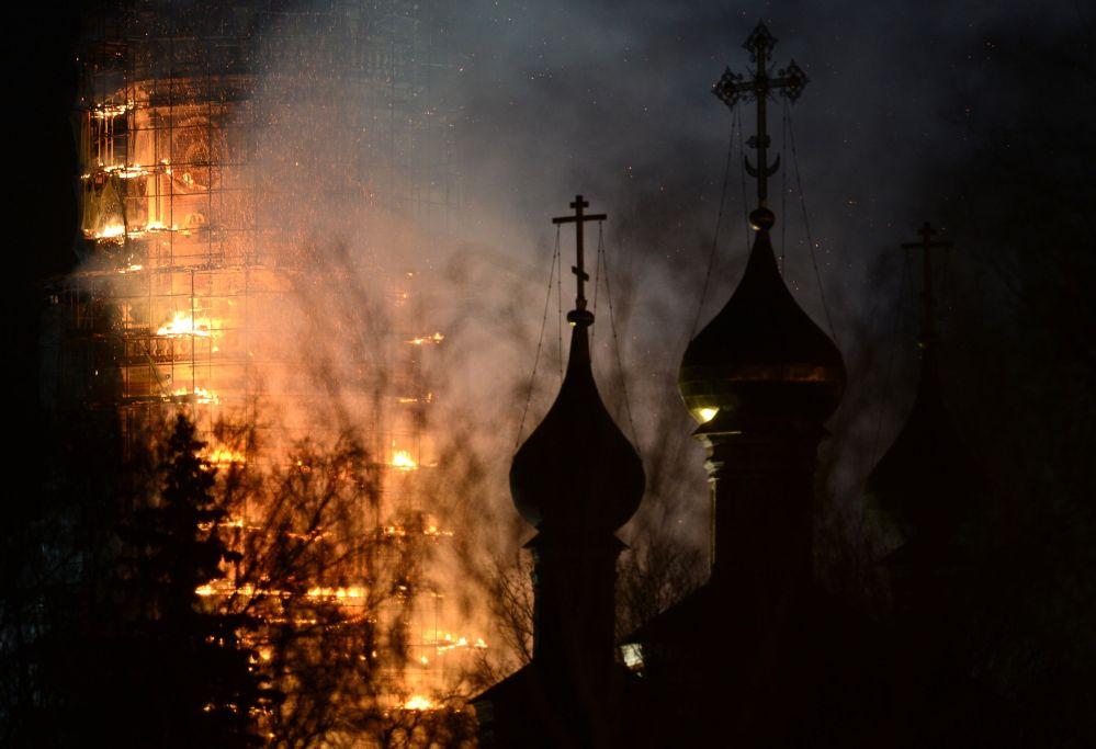Incendio al Monastero di Novodevichi a Mosca