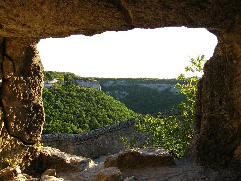La fortezza Medievale di Chufut Kale in Crimea.