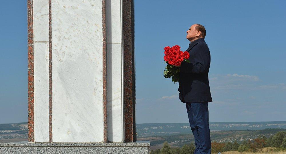 Deporre fiori sulle tombe di combattenti italiani è un reato? Cercare di mettere una pezza sul disastro diplomatico ed economico fatto dai governanti  può essere definito un crimine?