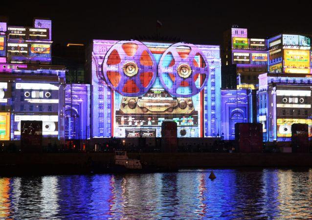 Uno spettacolo di luci a Mosca.