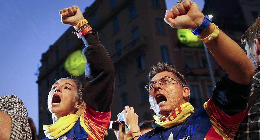 700 sindaci sfidano Madrid: la Catalogna voterà per l'indipendenza