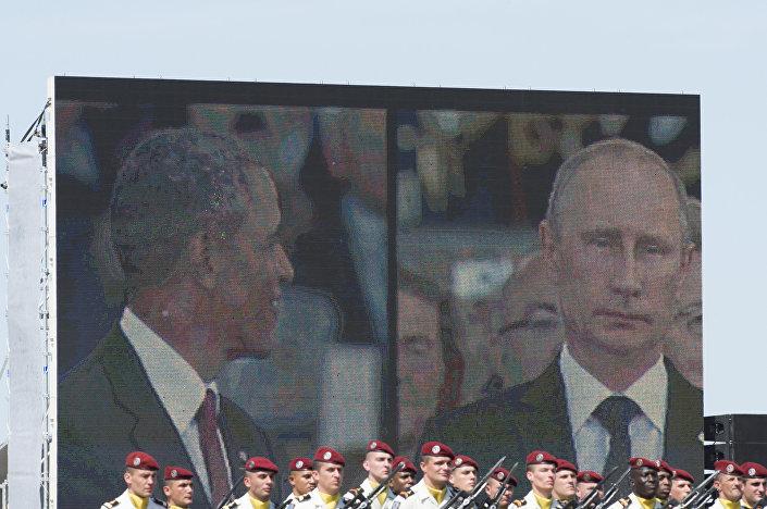 Obama e Putin sul monitor gigante alle celebrazioni per il 70° dello Sbarco in Normandia