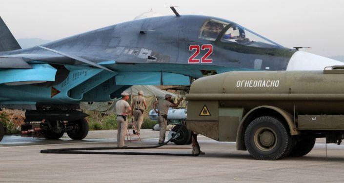 Caccia Su-34 nell'aeroporto Hmeimim, in Siria (foto d'archivio)