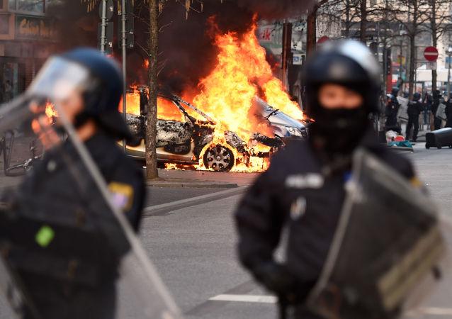 I disordini scoppiati a Francoforte durante manifestazioni davanti ai nuovi uffici della Banca Centrale Europea