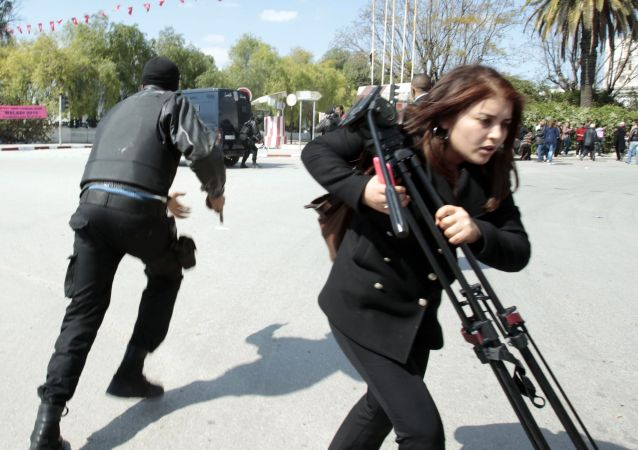 Il poliziotto e la giornalista erano tra i tanti testimoni oculari dell`attentato