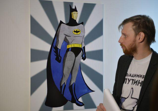 Il ritratto del presidente russo Vladimir Putin con il volto di Batman alla mostra Universo di Putin a Mosca.