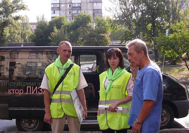 Andrey con i suoi collaboratori