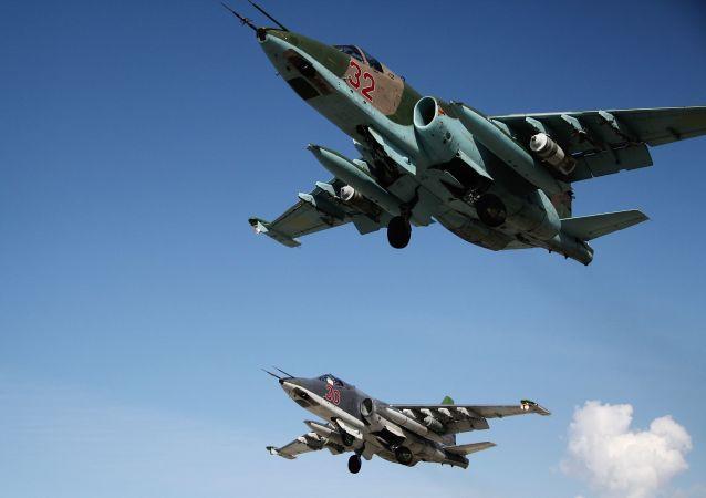 Aerei russi e colpi sulle fortificazioni ISIS.