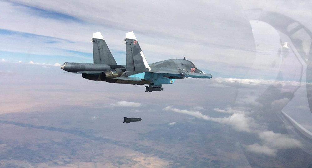 Caccia russi Su-34 in volo in Siria (foto d'archivio)