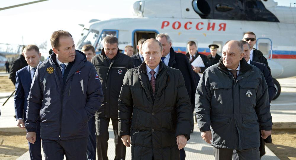 Il presidente Putin durante l'ispezione al cosmodromo Vostochny