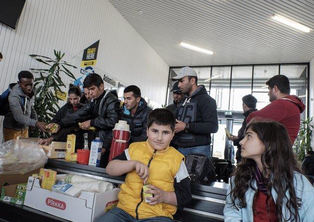 Rifugiati in un centro d'accoglienza al confine tra Svezia e Finlandia