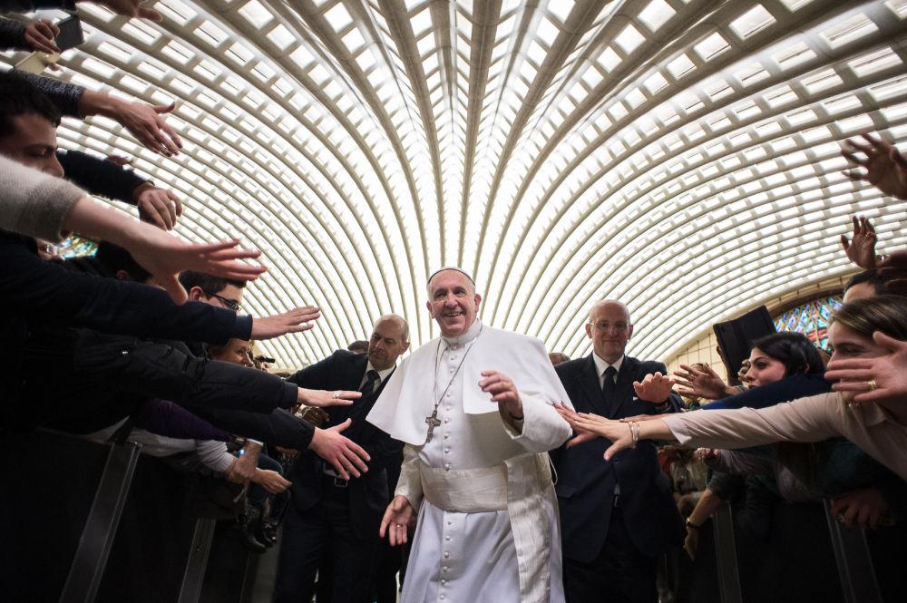 Papa Francesco ad un'udienza.